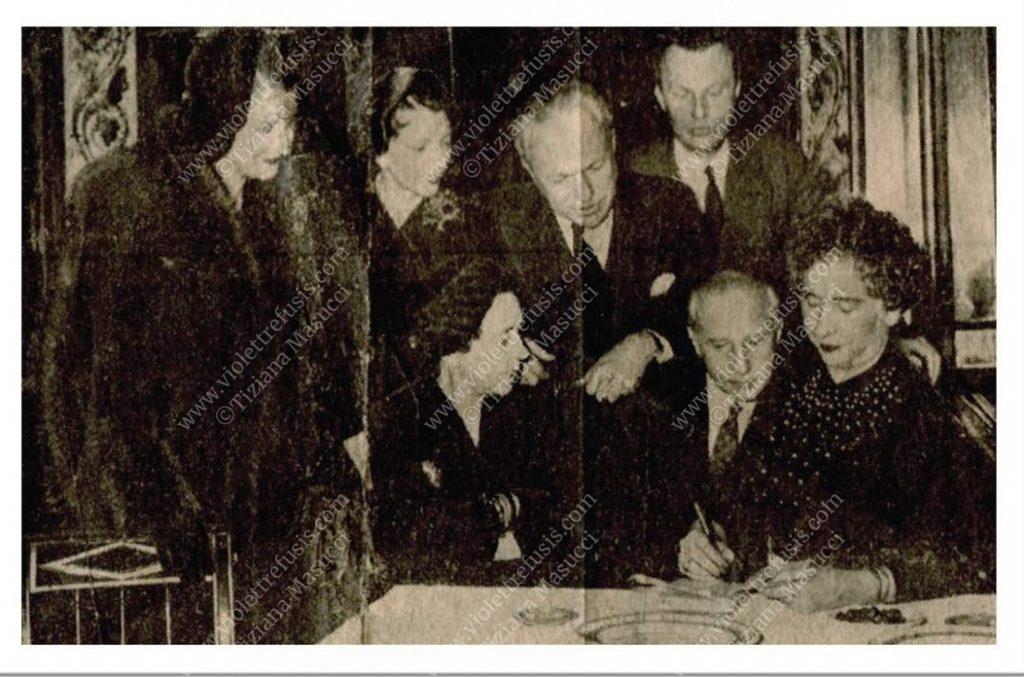 La Contessa de Mun, l'Ambasciatore di Francia e sua moglie, Jaques Février, Elsa Schiaparelli, Charles de Beistegui, Violet.